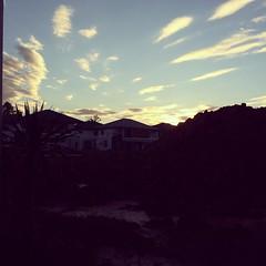 ลมหนาวมาแล้ว ช่วงฤดูกาลผันเปลี่ยน รักษาสุขภาพกันด้วยนะครับ #windy #clearsky #coldwindcoming #eveningview #sky #lh #nuntawan