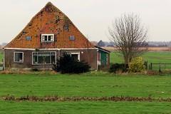 Boerderij Schots en Scheef (Jeroen Stroes) Tags: ranch holland farm nederland huis polder oud noordholland dutchlandscape boerderij versleten  woonboerderij iftlik uitdam waterpas onbewoonbaar