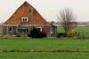 Boerderij Schots en Scheef (Jeroen Stroes Aviation Photography) Tags: ranch holland farm nederland huis polder oud noordholland dutchlandscape boerderij versleten 牧場 woonboerderij çiftlik uitdam waterpas onbewoonbaar ранчо