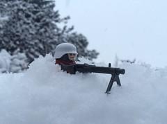 Ostfront im Winter 1942 (Kalev123) Tags: weather canada snow mg42 scarf red brickarms citizenbrick custom lego