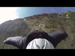"""قفزة مذهلة لمغامر باستخدام بدلة """"السنجاب الطائر"""" من منحدر جبلي في عُمان (ahmkbrcom) Tags: عُمان"""