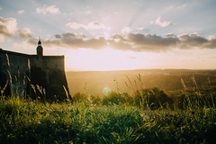 Knigstein (freyavev) Tags: flare sunflare knigstein germany deutschland sachsen saxony elbsandstein elbsandsteingebirge elbesandstonemountains grass clouds sunset vsco landscape fortress castle knigsteincastle canon outdoor