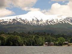 Paisaje,sur,Lago Pirihueico,Volcan Choshuenco,Huilo Huilo,Chile (Gabriel mdp) Tags: paisaje landscape naturaleza montaas cordillera volcan choshuenco sur chile contrastes huilohuilo bosques puerto fuy