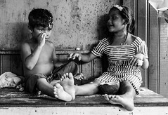 """Dois dedos de prosa"" (felipe sahd) Tags: riosolimes manaus amazonas retrato portrait crianas ribeirinhos norte 123bw noiretblanc brasil"