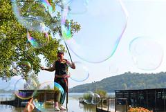 Viaggiare nel vento, senza un dove, senza un quando.... (illyphoto) Tags: bolla bolladisapone magia ziopasticcio alserio photoilariaprovenzi illyphoto lagodialserio