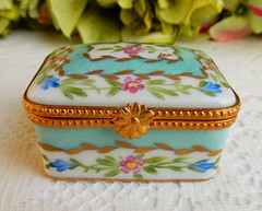 Limoges Hand Painted Porcelain Trinket Box ~ Floral ~ Gold ~ Signed (Donna's Collectables) Tags: limoges hand painted porcelain trinket box floral gold signed thanksgiving christmas