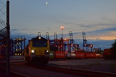 70011 is waiting to depart with the 20.46 Trafford Park Freightliner Service, on the curve from Felixstowe North Terminal. 20 08 2015 (pnb511) Tags: uk moon suffolk loco trains locomotive shipping freight containers freightliner intermodal class70 felixstowedockandrailwaycompany