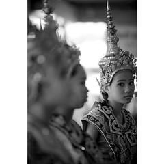 ..วอนหลวงพ่อโสธร จงดลใจยอดชู้..เจ้าอยู่แห่งไหน อยู่ใกล้รึไกล สุดกู่..ได้ยินเพลงร้อง น้องจงชื่นชู พี่ยังคอยพธู..อยู่ที่บางปะกง..นางรำวัดหลวงพ่อโสธร แปดริ้ว  Chachoengsao Thailand