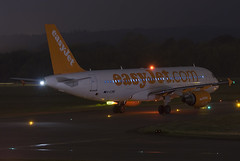 G-EZWD (scot_w_9) Tags: nightphotography scotland aviation luftfahrt egph edinburghairport luchtvaart luftfart gezwd