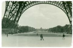 Paris (reinap) Tags: paris latoureiffel 1947 theeiffeltower jesuisparis