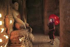 Century Homage at Bagan Stupa (Kenny Teo (zoompict)) Tags: myanmar bagan novicemonk zoompict kennyteo