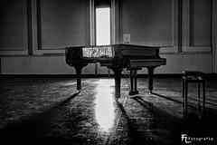 Grand piano in black&white