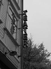 Teater Aftonstjrnan p Pltslagaregatan, Lindholmen, Gteborg, 2016 (biketommy999) Tags: lindholmen gteborg sverige sweden 2016 biketommy biketommy999 svartvitt blackandwhite teater