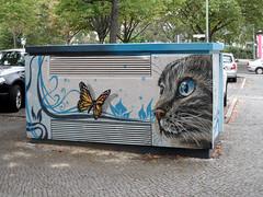 Miez (onnola) Tags: berlin deutschland germany guesswhereberlin gwb katze cat butterfly streetart mural wilmersdorf guessedberlin gwbsurfer321meins schmetterling
