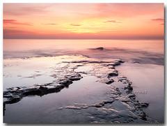 Un amanecer tranquilo (Carpinet.) Tags: sea mar seascape amanecer sunset sol rocas costa coast largaexposicion longexposure tranquilidad silencio