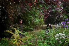 Flottement  Montry, Seine-et-Marne, 16 octobre 2016 (Stphane Bily) Tags: stphanebily montry seineetmarne ja portrait homme femme jardin garden rverie