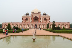 DSC_0058 - Humayun's tomb (John Hickey - fotosbyjohnh) Tags: 2016 holidays october2016 nikon nikond5100 india delhi tourism traveldepartment humayunstombdelhiindia humayunstomb ancient historic building ancientbuilding architecture visitors