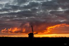 Volendam NL (Maria Foti) Tags: holland olanda paesibassi volendam landscape paesaggio sunset tramonto windmill mulinoavento silhouette sky cielo