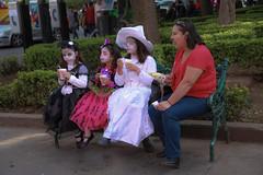 Halloween in coyoacan (L Urquiza) Tags: coyoacn mexico city ciudad halloween costume icecream