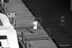 Welcome (Ral Grijalbo) Tags: bw welcome bienvenida crucero azafata grijalbo