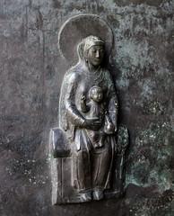 Maria mit Kind (wpt1967) Tags: door church bronze essen kirche portal ruhrgebiet kirke ruhrpott canon50mm mariamitkind essenerdom eos60d wpt1967