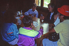 Partita a carte alla Cabane de Chanrion (giorgiorodano46) Tags: suisse andrea lucia marco leila svizzera francesco valais giacomo gago ieia valdebagnes vallese cartedagioco partitaacarte luglio1993 cabanedechanrion