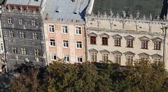 Rynok: a Fekete-hz (balra)  s a Korniakt palota (jobbra) (sandorson) Tags: travel lviv ukraine galicia lvov  lww lemberg galcia leopolis ukrajna    sandorson ilyv halics