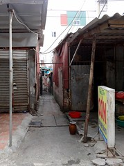 Down the alley (program monkey) Tags: meal cheap alley vietnam hanoi hadong