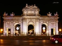 Luces Navideas 2015. Puerta de Alcal (Madrid) (Juan Alcor) Tags: madrid navidad luces nocturno puertadealcala lucesnavideas