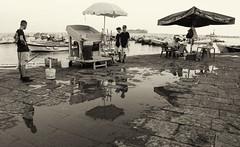 8 (sidney 51) Tags: napoli mare uomini ragazzi ombrelloni tavoli selciato pozzanghera barche bianco seppia nero
