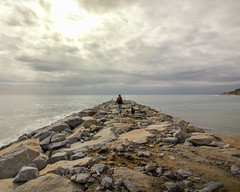 The end of the way (bernat.rv) Tags: espigon sant pol breakwater sea mar mediterraneo mediteranean rocks rocas piedras clouds nubes horizonte horizon