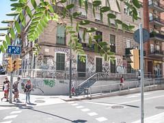 Acera de L´Hospitalet (efe Marimon) Tags: canonpowershotg9 felixmarimon frontera barcelona l´hospitalet calles