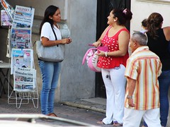 "Buying ""Lotenal"" tickets (Lotera Nacional de Mxico) - IMG_4866 (Dis da fi we (was Hickatee)) Tags: merida mexico lotenal loterianacionalmexicana loteria nacional mexicana lottery lotto"