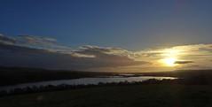 A Good View Ruined By The Sun 2 (Bricheno) Tags: lochwinnoch bricheno courtshaw castlesemple castlesempleloch loch barrloch kilbirnieloch scotland escocia schottland cosse scozia esccia szkocja scoia