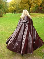 Weites Lackcape Regencape (sari40) Tags: lackmantel lackcape cape regencape raincape shiny pvc nylon kleppercape klappemantel