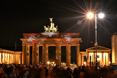 Berlin Festival of Lights (berlinka_lg) Tags: travel people berlin architecture night germany deutschland lights nikon nacht streetlights brandenburggate menschen brandenburgertor festivaloflights pariserplatz photooftheday berlinmitte nikonphotography visitberlin