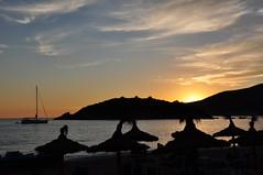 DSC_4086 Atardece en la playa de Sant Elm (David Barrio Lpez) Tags: sunset espaa clouds landscape atardecer mar spain nikon paisaje nubes puestadesol mallorca mediterrneo baleares dragonera illesbalears santelm d90 nikond90 davidbarrio davidbarriolpez