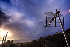 Sintonizando los rayos solares (luislaferriere) Tags: atardecer tormenta antena tejado rayos rayosdesol fujifilmxt1 samyang12mmf20ncscs