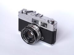 PB240094 (Ricomincio da 50mm) Tags: auto camera white film 35mm vintage nice rangefinder collection porn backdrop konica minty lovely f18 45mm s2 telemetro