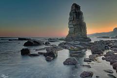 El Menhir de Fontaniecha (Urugallu) Tags: costa color luz canon mar agua flickr asturias amanecer nubes valdes roca cantabrico menhir cadavedo 70d joserodriguez primerasluces urugallu fontaniecha menhirdefontaniecha