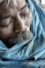 INDIA7417 (Glenn Losack, M.D.) Tags: street sleeping people india men drunk portraits photography death delhi muslim islam poor photojournalism buddhism agra impoverished flip flops indians local hindu scenics handicapped deformed beggars glennlosack losack glosack dahlits streepthotographer
