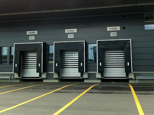 Швидкі ворота для холодильного складу. Высокоскоростные ворота. Hi speed doors. Efaflex. Flughafen_Zuerich_Iphone CW10