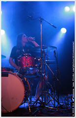 Die Nerven @ Vera Mainstage, 9 December 2015 (Dit is Suzanne) Tags: netherlands concert availablelight gig nederland groningen vera chocolademelk kevinkuhn chocomel sigma30mmf14exdchsm views50  img2249 veraclub  beschikbaarlicht canoneos40d  veramainstage wolvon dienerven ditissuzanne 09122015