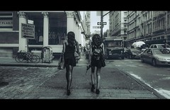 nyc#97 - SoHo Girls (Nico Geerlings) Tags: ngimages nicogeerlings nicogeerlingsphotography newyorkcity manhattan soho lowermanhattan nyc ny usa us greenstreet leicammonochrom 28mm elmarit streetphotography