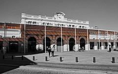 la vranda de la gare de perpignan - the veranda of the Perpignan station (serial n N6MAA10816) Tags: desaturation gare station noir black orange extrieur rue street
