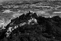 Castelo dos Mouros (Meculda) Tags: monochrome château caste castelo maures mouros portugal paysage nature blackandwhite
