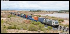 TECO en Almansa (javier-lopez) Tags: ffcc railway train tren trenes adif renfe mercancas teco contenedor contenedores 253 traxx lgnss mc3 hapaglloyd cma cgm chinashipping valenciafsl madridabroigal almansa embalse pantano 13072016