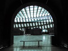 Convivencia (Letua) Tags: arquitectura moderno antiguo banco bench lineas lines architecture old new modern monocromo museo casarosada buenosaires argentina