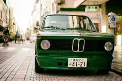 2002 spotting, Motomachi (Eric Flexyourhead) Tags: motomachi  nakaku  yokohama  kanagawa  japan city urban street shoppingstreet detail fragment german car bmw 2002 bmw2002 bmw2002ti green shallowdepthoffield sonyalphaa7 zeisssonnartfe55mmf18za zeiss 55mmf18