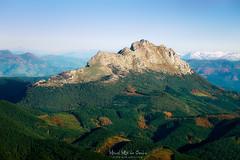 La montaña solitaria (Mimadeo) Tags: basquecountry mountain mountains basque mount peak sunlight rock rocky view blue sky sunny top udalatx mountaintop spain urkiola mountainrange range valley meadow udalaitz paisvasco euskadi